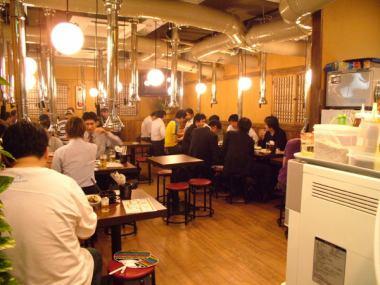 70名までの大人数でのご宴会もOK★貸切は最低30名~になります♪美味しいお肉と韓国料理に舌鼓なさってください!