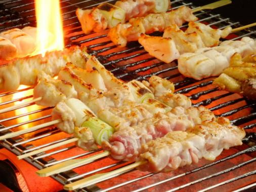 Spit-shaped skewers made in advance.We purchase everything from domestic fresh ones every day and we stick each chicken one by one.
