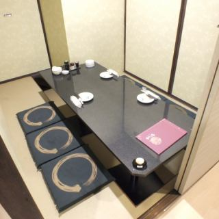 The photo shows a completely private room for 4 people ★ Guide any number of people to a completely private room ★