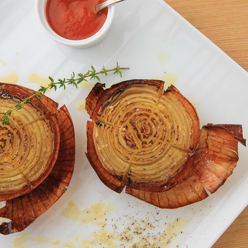 Roasted onions and roasted onion Spanish style Romescu sauce