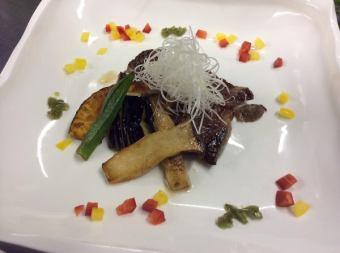 国産・黒毛牛の友三角肉ステーキ