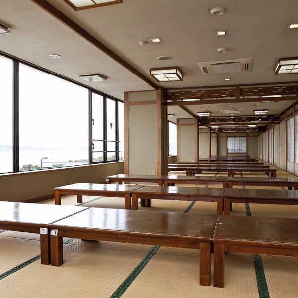 【3階 団体様・ご宴会】3階は176名収容できる大広間、少人数のかたには静かでゆっくりとおくつろぎいただける小座敷と幅広くご利用いただけます。クラス会・旅行会、法事、宴会、大小団体様に最適な空間となっております。団体様でのご利用は、団体和定食各種をご予約ください。