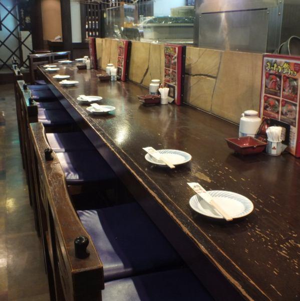 【品川駅前すぐ】お一人様でもデートでも、カウンターは人気の空間★鮮魚は焼き魚や焼き鳥を目の前で調理致します。★楽しい飲み会・宴会・女子会は是非当店で★主役をおもてなし★