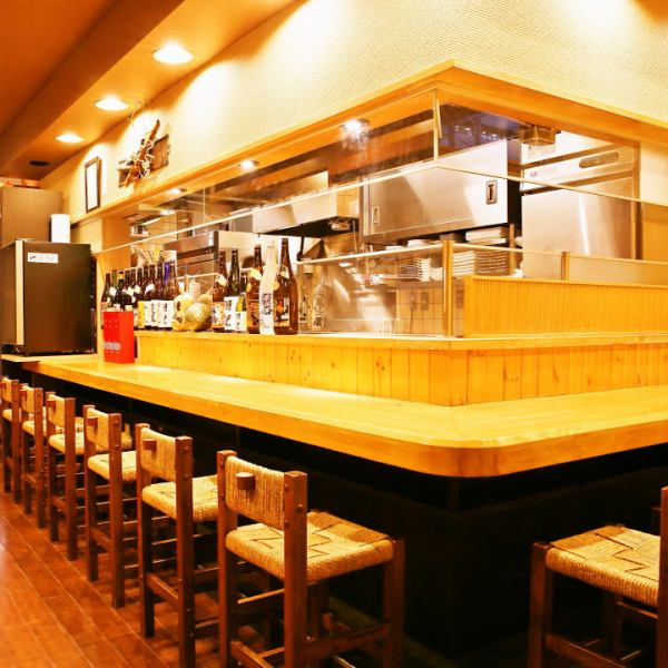 There are 9 seats for counter seats that you can visit casually from one person, and it is a special seat where you can see the charcoal fire in front of you and the freshly squirted fish sashimi!