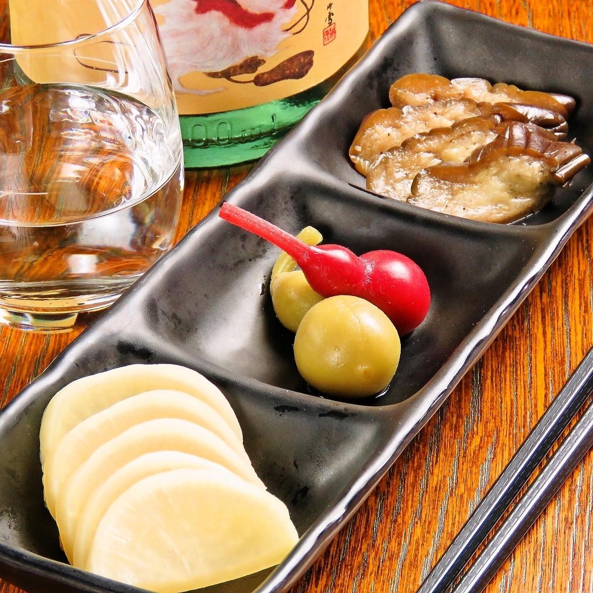Assorted pickles 3 varieties