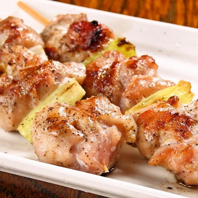 來自沖繩縣的Yakubaru幼雞的兩串(鹽)
