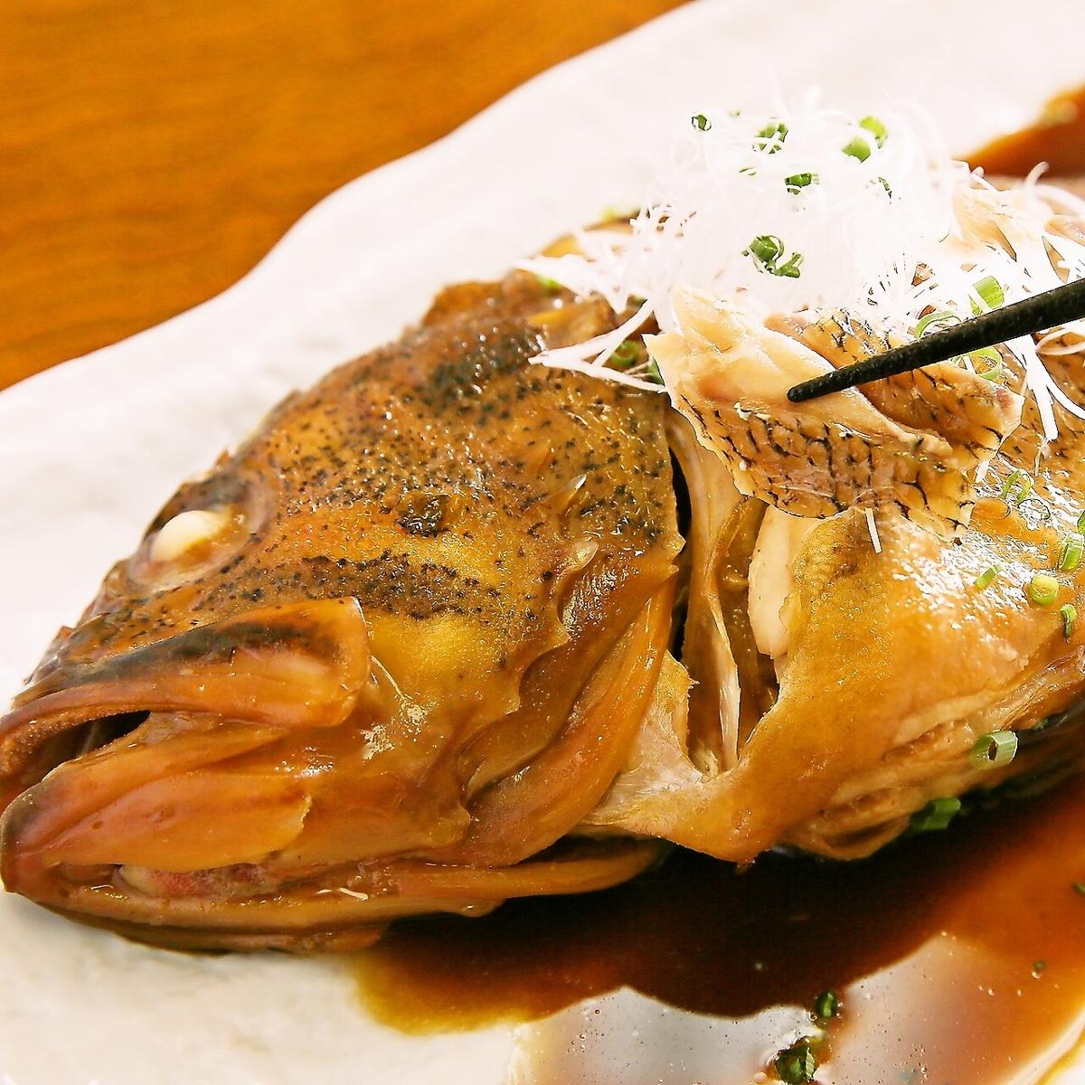 根据食材烹制在清晨市场购买的新鲜海鲜!