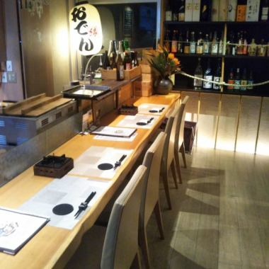 Counter × 8 seats, sofa × 1 seat.A single board counter is recommended for a cup full of work and for entertainment / dating.