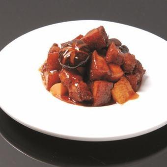 阿里亚牛胸脯肉的风味油炸/牛肉馅比热高尾/牛尾巴酱油炖