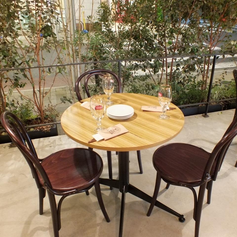 充满解放的露台座位享受啤酒花园的气氛以及特别的啤酒和味道♪只有3个座位的受欢迎的座位。