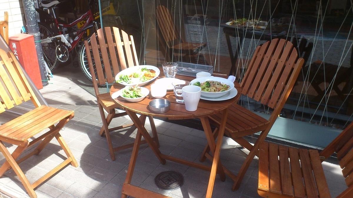 從春天到秋天,我們將擁有一個宜人的露台座位!夏季將共同舉辦午餐和啤酒花園☆在Tamadimi街中間享用美味的烹飪和咖啡館和清酒!