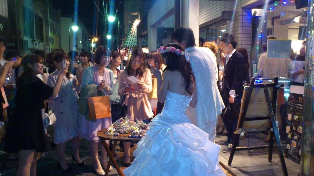 在第二次婚禮上,您將獲得Tamamiya Dori入口處許多人的祝福!您還可以在二樓享用岐阜傳統糖果!
