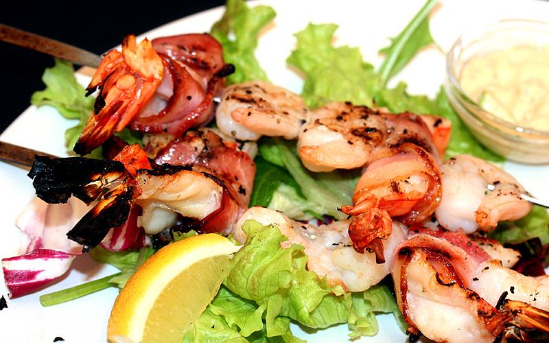 Shrimp bacon winding skewers (2)