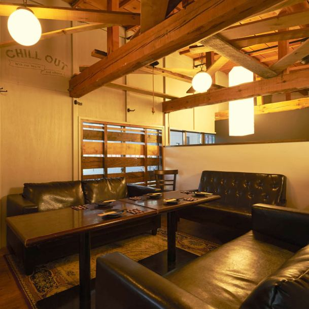 【Popular sofa seat ★ Half single room VIP room】 Private space of sofa seats will appear when you step up in the inside of the shop! Information guaranteed up to 10 people OK ☆ Atmosphere like a private room as it is a loft You can taste ♪ It is also recommended for those who want to party together at a party.【Aya Togi Women's Association Banquet Charged Pub ice-bar all-you-can-drink】