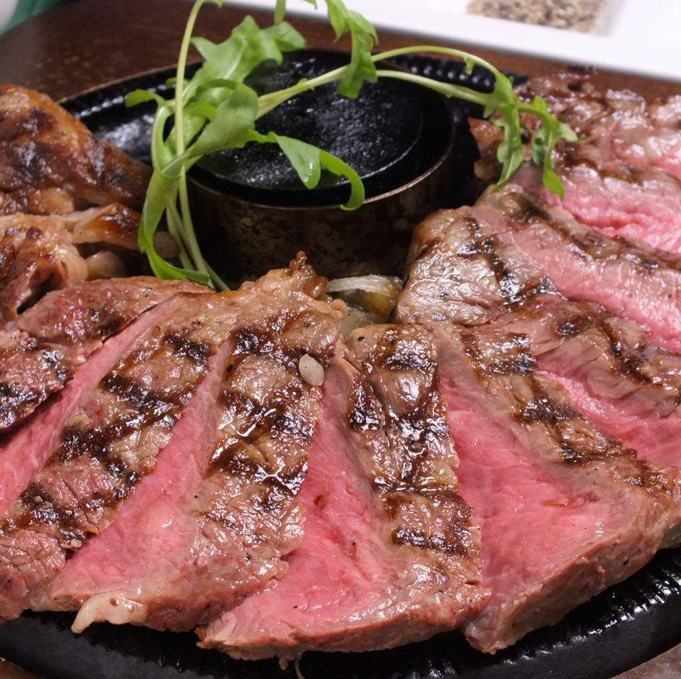 名物!ぶ厚いサーロインステーキは驚く大きさで2980円(税抜)!