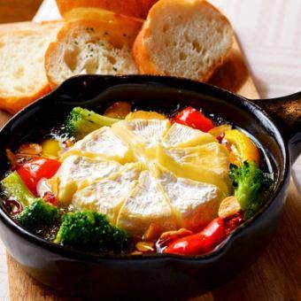 カマンベールチーズのアヒージョ