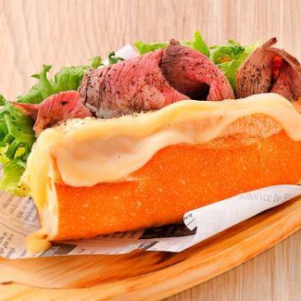 バケットサンド ポーボーイ (牛モモ×チーズ)