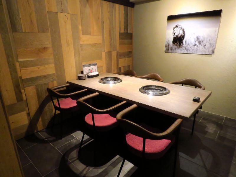 其实,也有一个完整的私人房间♪4人至12人可以☆你可以享受美味的烤肉,而不用担心小团体,晚餐派对或休闲娱乐等女孩社会的环境!