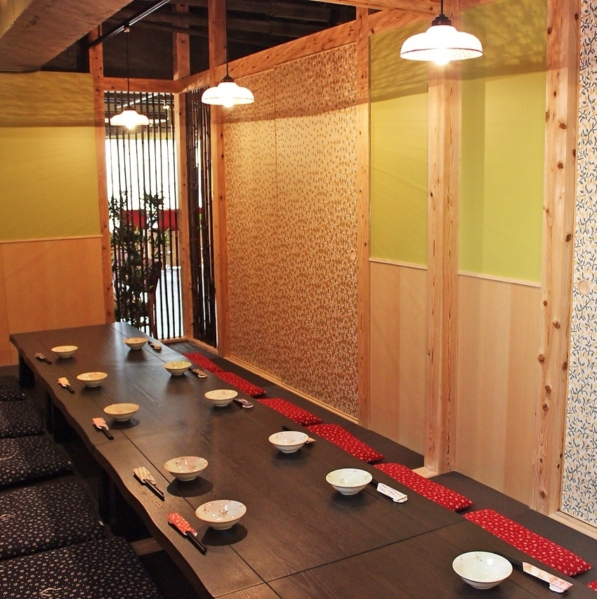 Because the partition of the full-size private room is attached, it is possible to use up to 25 people from 4 people ☆ As a popular reservation ♪ as soon as possible