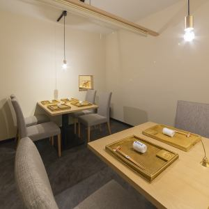 個室空間には4名様テーブルを2卓ご用意しております。