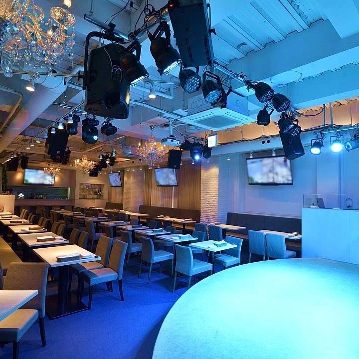 貸切は最大130名様までご利用可能です。ステージや音響設備・プロジェクタースクリーン、照明もご用意しております!送別会、歓迎会、結婚式二次会や、パーティーなど様々なシチュエーションでご利用いただけます♪