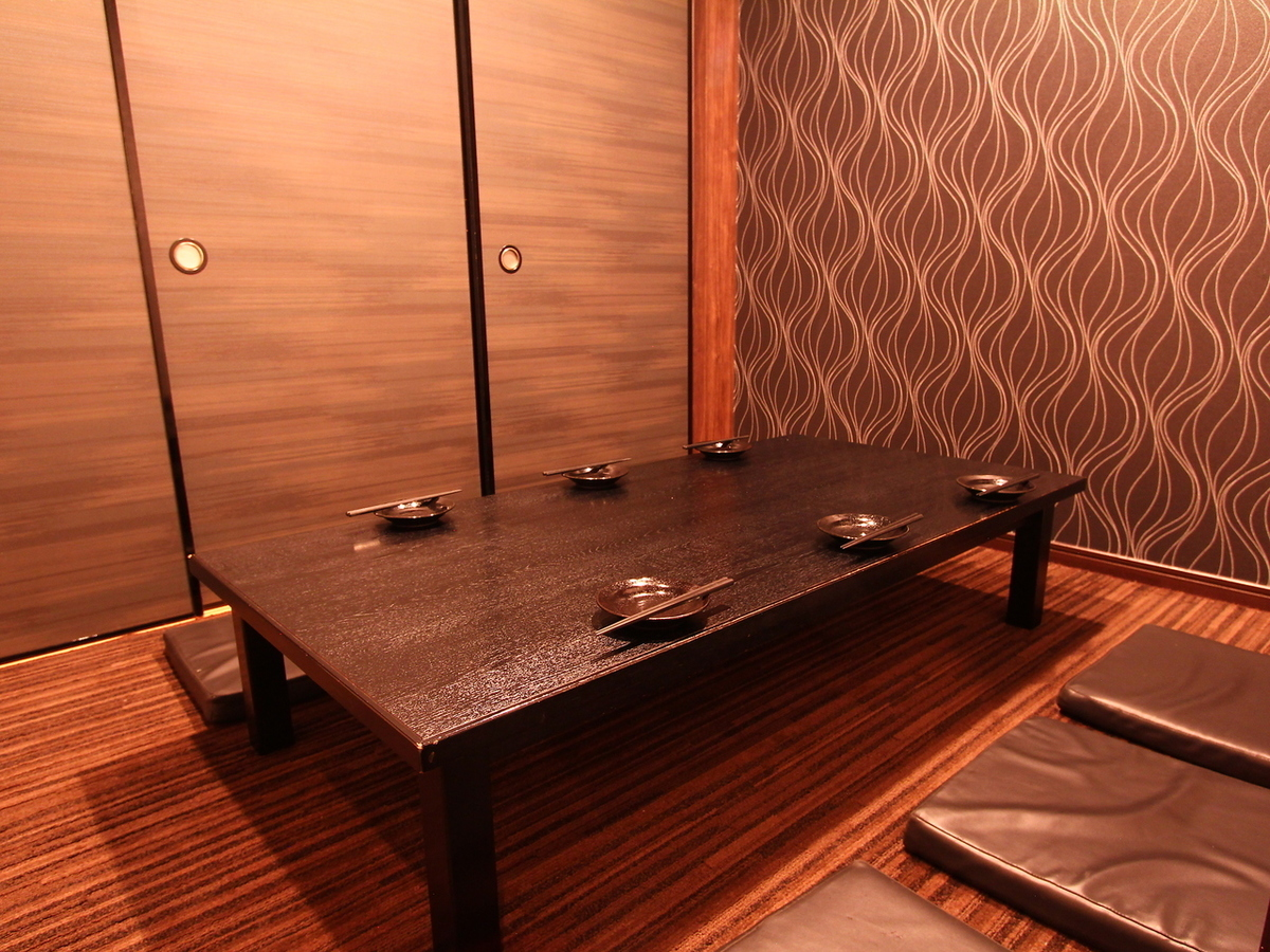 It is a movable Jutan private room for 5 to 7 people who renewed.