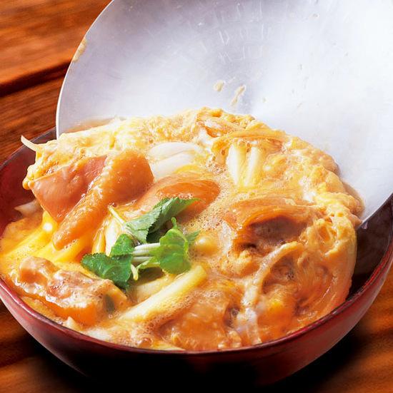 特别饲养日期鸡和Oku Kuji鸡蛋的父母和孩子碗