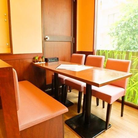 【2階テーブル席】各種宴会予約承ります♪2階は外の光が射し込みランチもディナーも気持ちいい◎お子様連れ大歓迎です!幹事様特典付きのクーポンもございますので是非ご宴会でもお使いください!