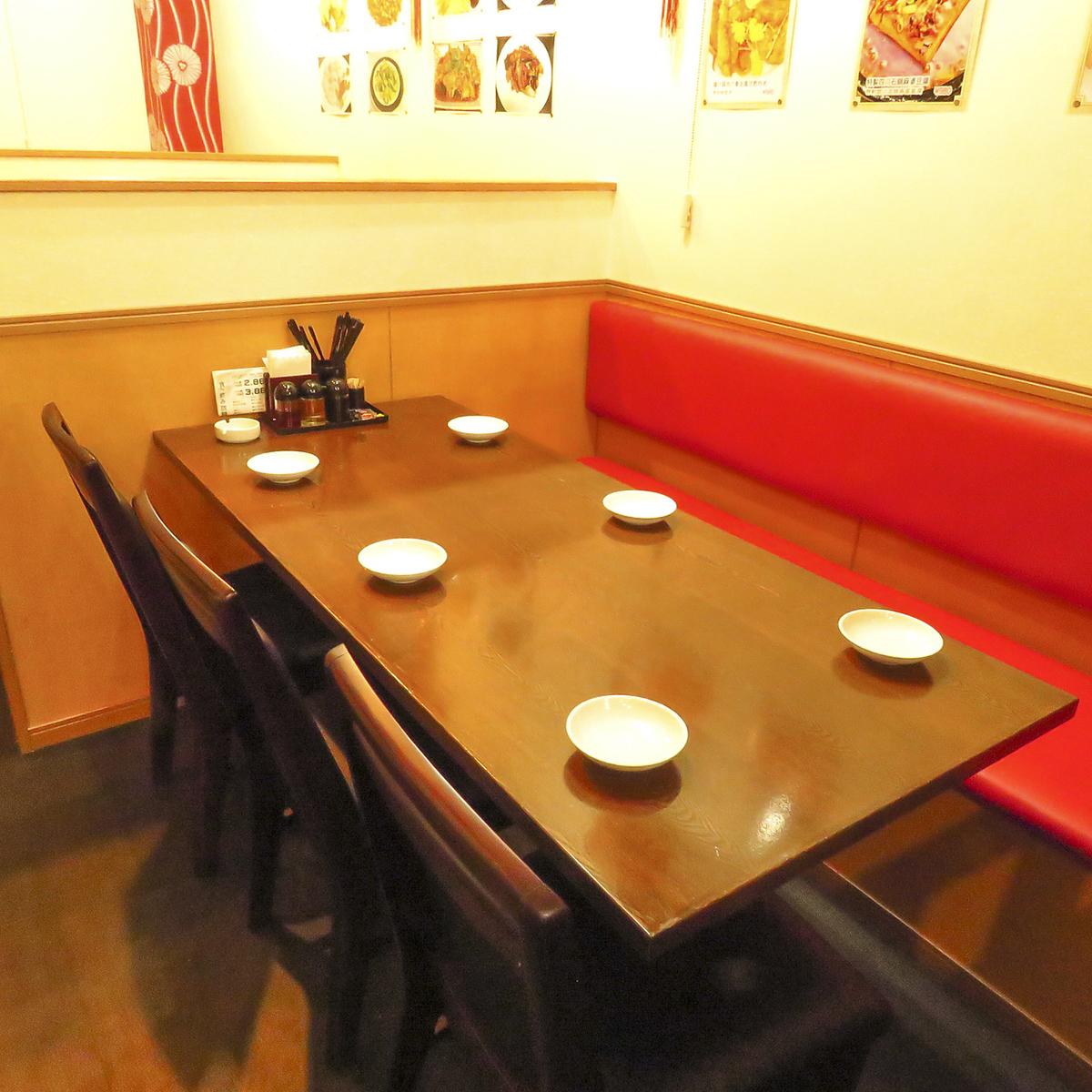 我可以舒适地坐在沙发座椅上。请尽快预订热门座位♪新宿×中餐×所有你可以吃