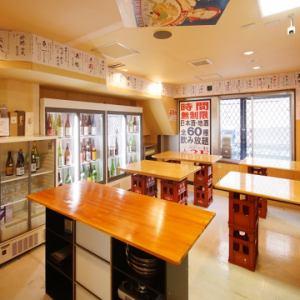 オープン席で、日本酒が好きな隣のお客さんとも仲良くなれるかも?