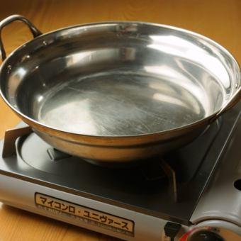 お鍋、コンロ、トースター、電子レンジもご自由にお使いください。