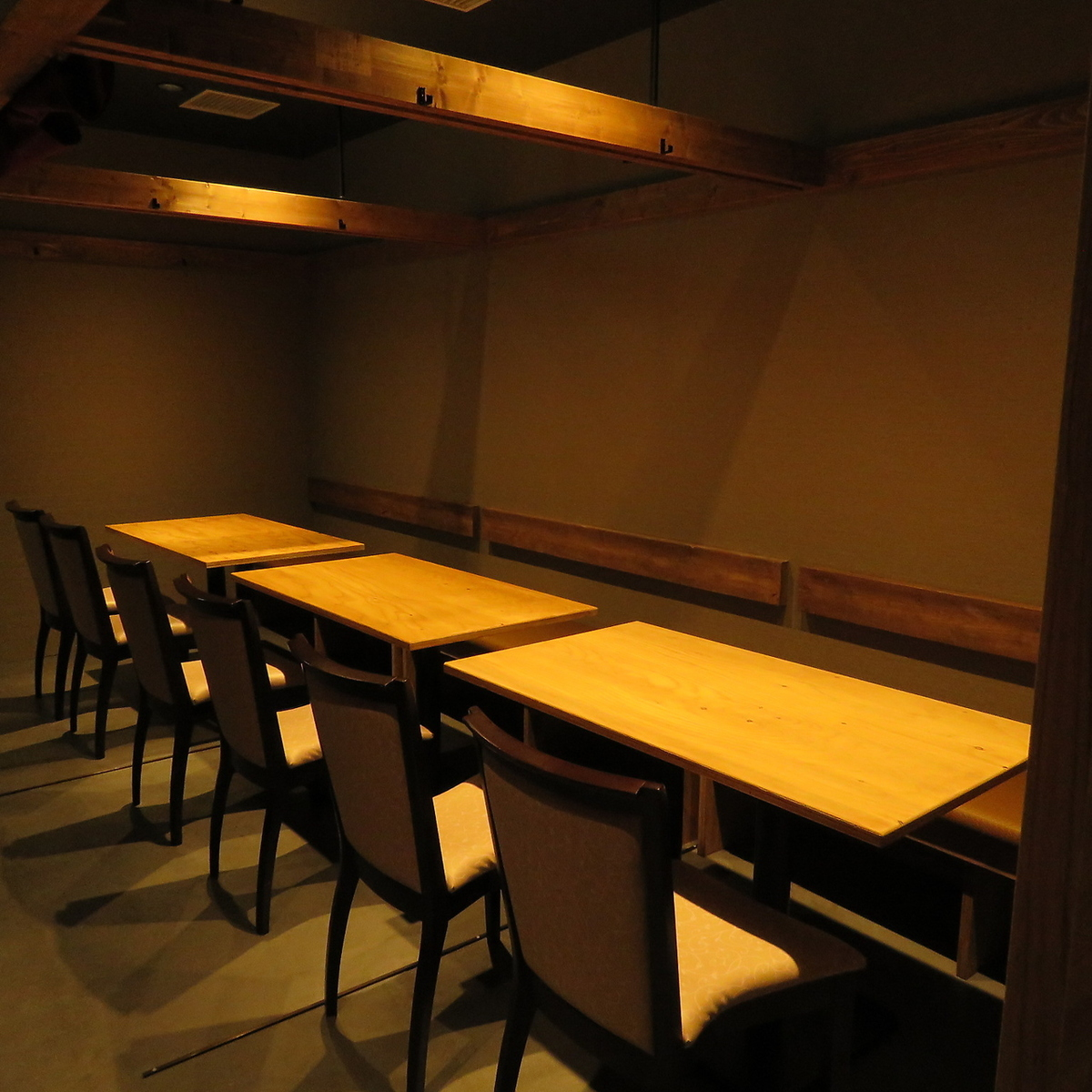 Private room style non smoking table with seats! 【Photo is a completely non-smoking private apartment】