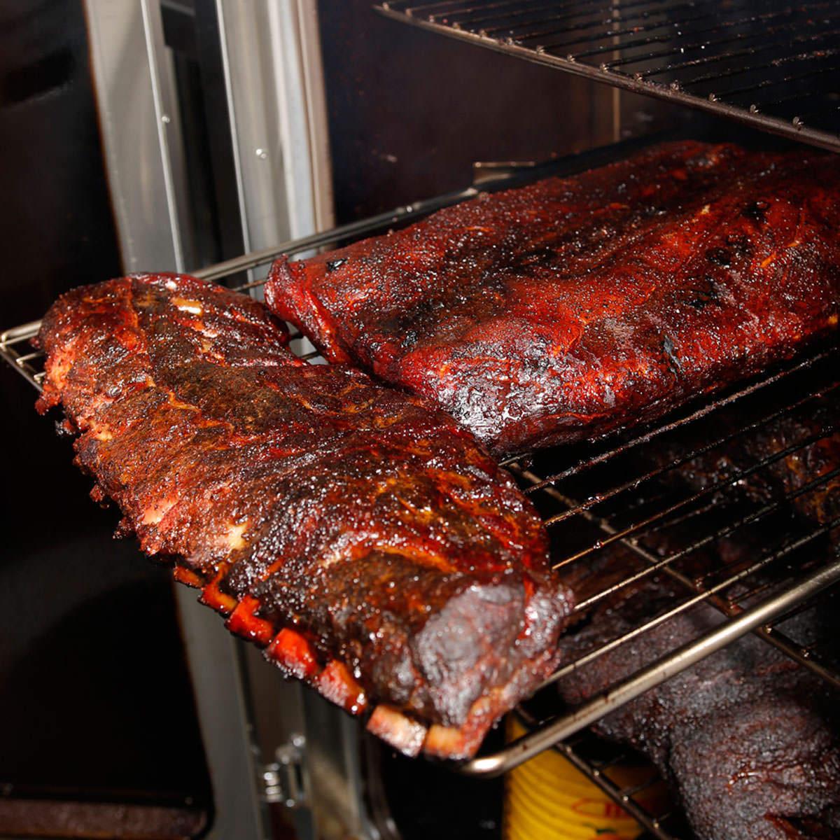 10時間じっくりと焼き上げる「BBQ SMOKE」
