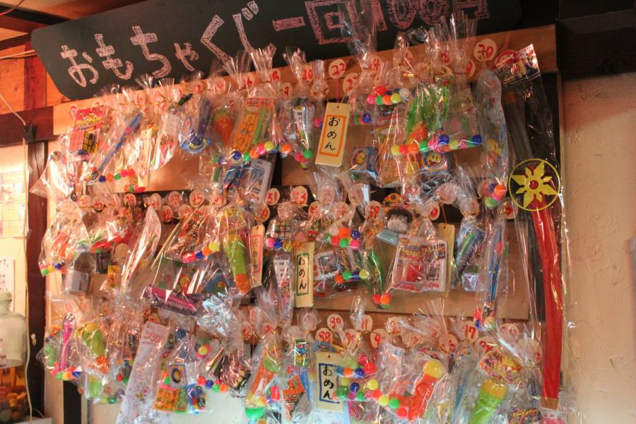There are lottery of toys in the shop!  Children and of course adults can enjoy it!  There is one winning lottery !!! __  Aim at hit ~ ~ ~!