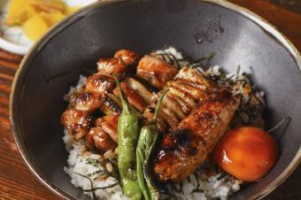 닭 꼬치 덮밥 (김치 포함)