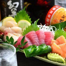 Platter of seasonal fish sashimi