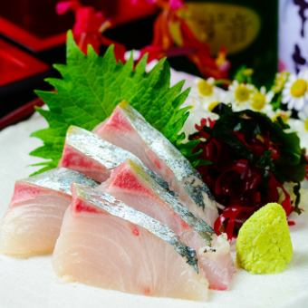"""11 - January"" 【All - you - can - drink all - you - can - eat sashimi】 Cold berries sashimi, chicken skewers etc 【Shuzo course】 3480 yen ""All 8 items"""