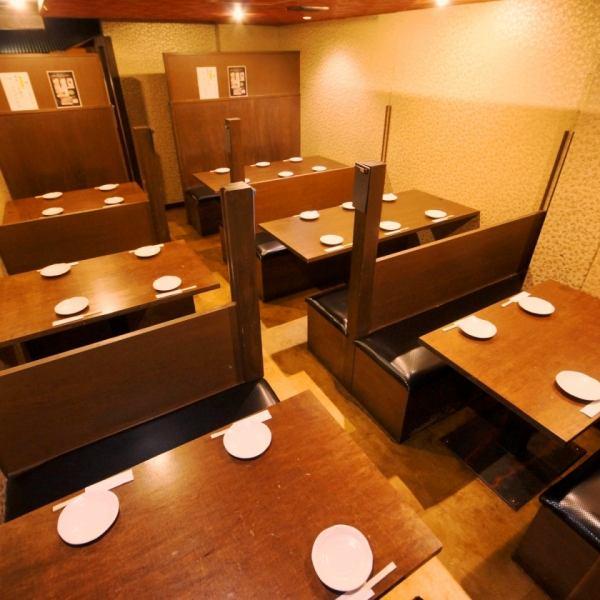温かみのある照明と、和風感の溢れる落ち着いた空間で、様々なシーンに合わせてご利用いただけます。気の合う仲間の飲み会、会社の大人数の大宴会もみんなでほっこり、くつろげるお座敷やテーブルを多彩にご用意!きっと幹事さまの理想の個室をご提供します!離れの個室も大人気!ご予約はお早めに!