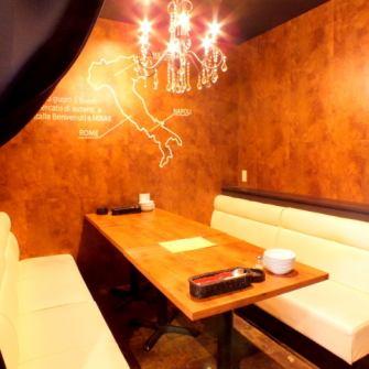 【时尚的私人房间】这是一个秘密的私人房间,在商店的后面。预订是必不可少的!完整的私人房间,最多可容纳8人的枝形吊灯OK!Mama-kai女性协会,如果你和粗心的朋友交谈♪