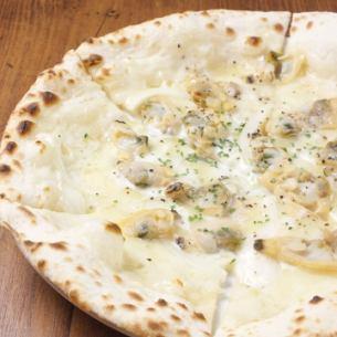 <Pizza>アサリピザ/スモークサーモンのピザ(自家製タルタルソースのせ)