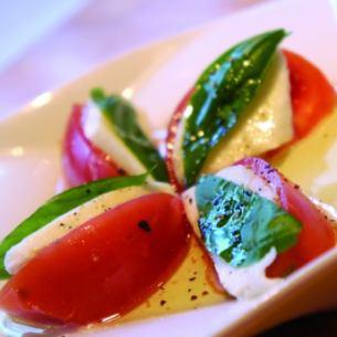馬蘇里拉奶酪和番茄卡普雷塞