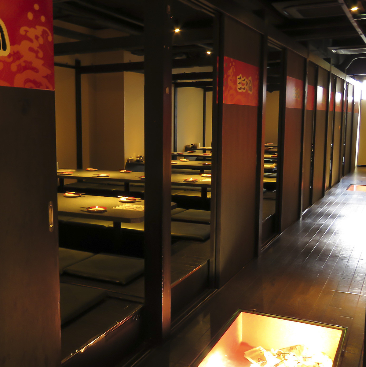 A total of 360 seats in the shop can accommodate up to 2 guests to 100 guests in a private room.