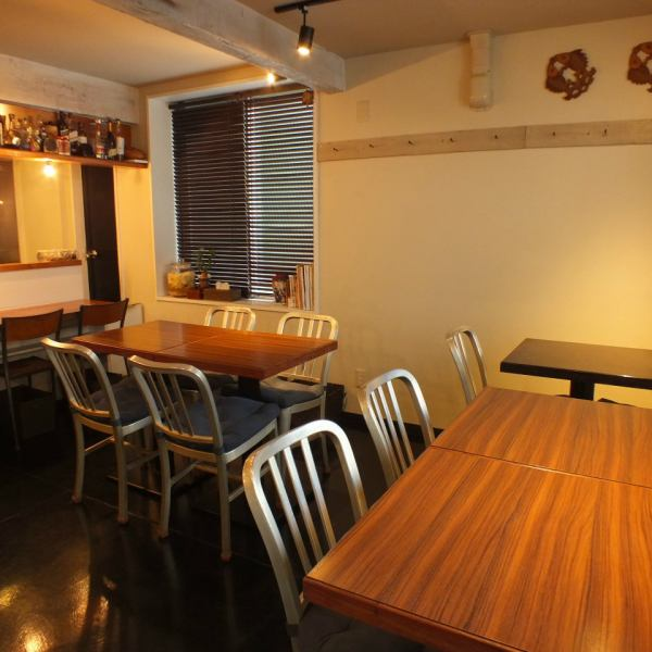 We have table and counter seats inside the shop.Enjoy a live feeling in the open kitchen, you can enjoy authentic Chinese in a casual atmosphere.Please use it for various scenes such as a meal from friends, friends and family, forgetting / new year party.