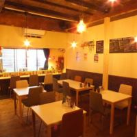 You can enjoy meals and sake while listening to music in the shop with live space