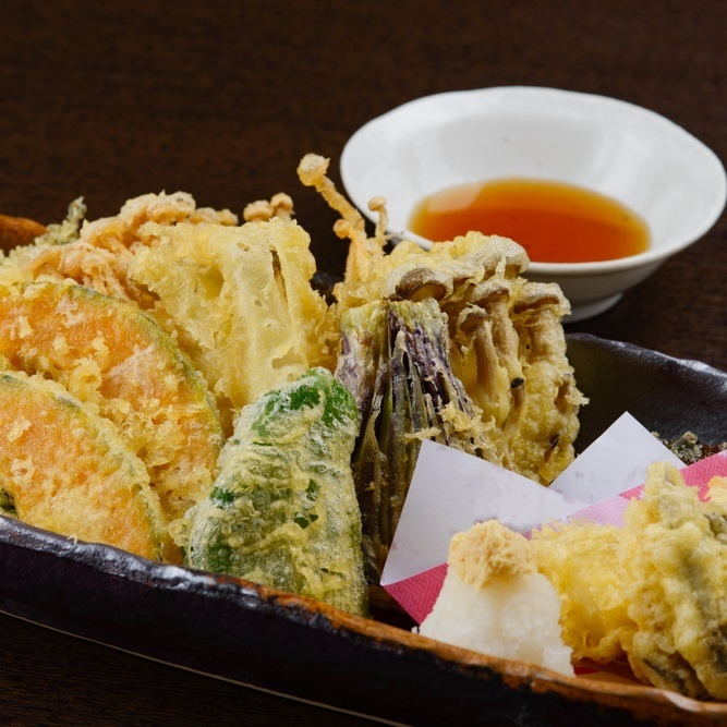 Shrimp and seasonal vegetables Tempura [about two servings]