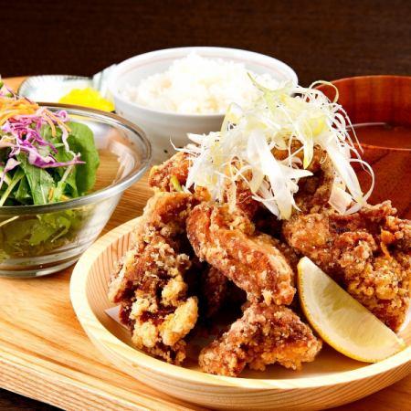 Fried chicken mountain set meal (Mt. Fuji 250 g)