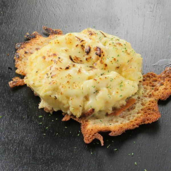 香ばしいチーズの香りがたまらない…【ポテトサラダ】