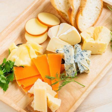 厳選チーズ盛り合わせ