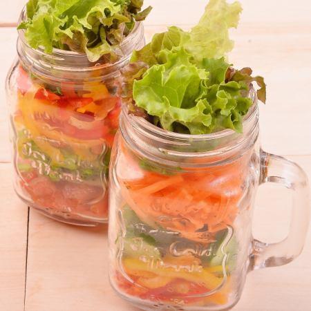 梅森罐子沙拉有10種蔬菜