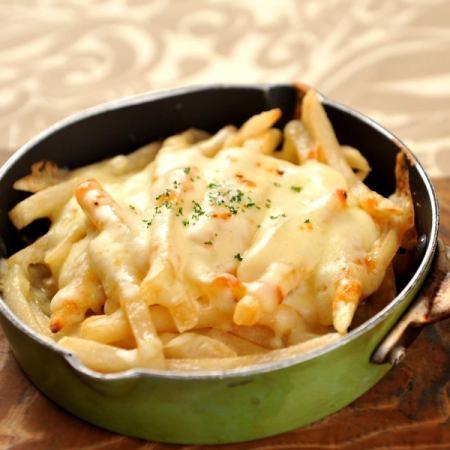 烤濃厚的奶酪土豆
